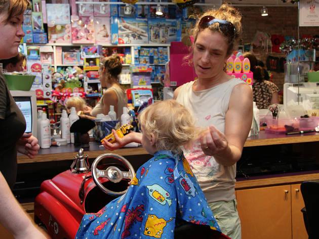 Interior Barber Shop Anak